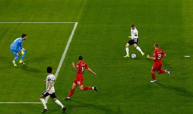 Timo Werner bỏ lỡ cơ hội khó tin khiến Đức thua sốc, bị fan chế giễu - 1