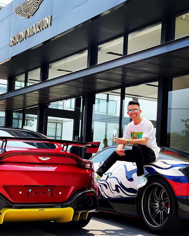 Đại gia Minh Nhựa tậu Aston Martin V8 Vantage giá gần 15 tỷ đồng - 1