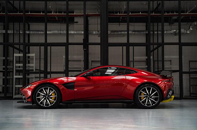 Đại gia Minh Nhựa tậu Aston Martin V8 Vantage giá gần 15 tỷ đồng - 6