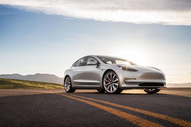 Xe điện Tesla đau đầu khi đọc tình hình giao thông Việt Nam - 4