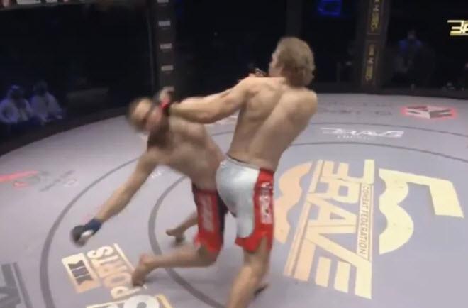 """Đỉnh cao MMA: Xoay 180 độ tung """"vô ảnh quyền"""", đối thủ """"chết đứng"""" - 1"""