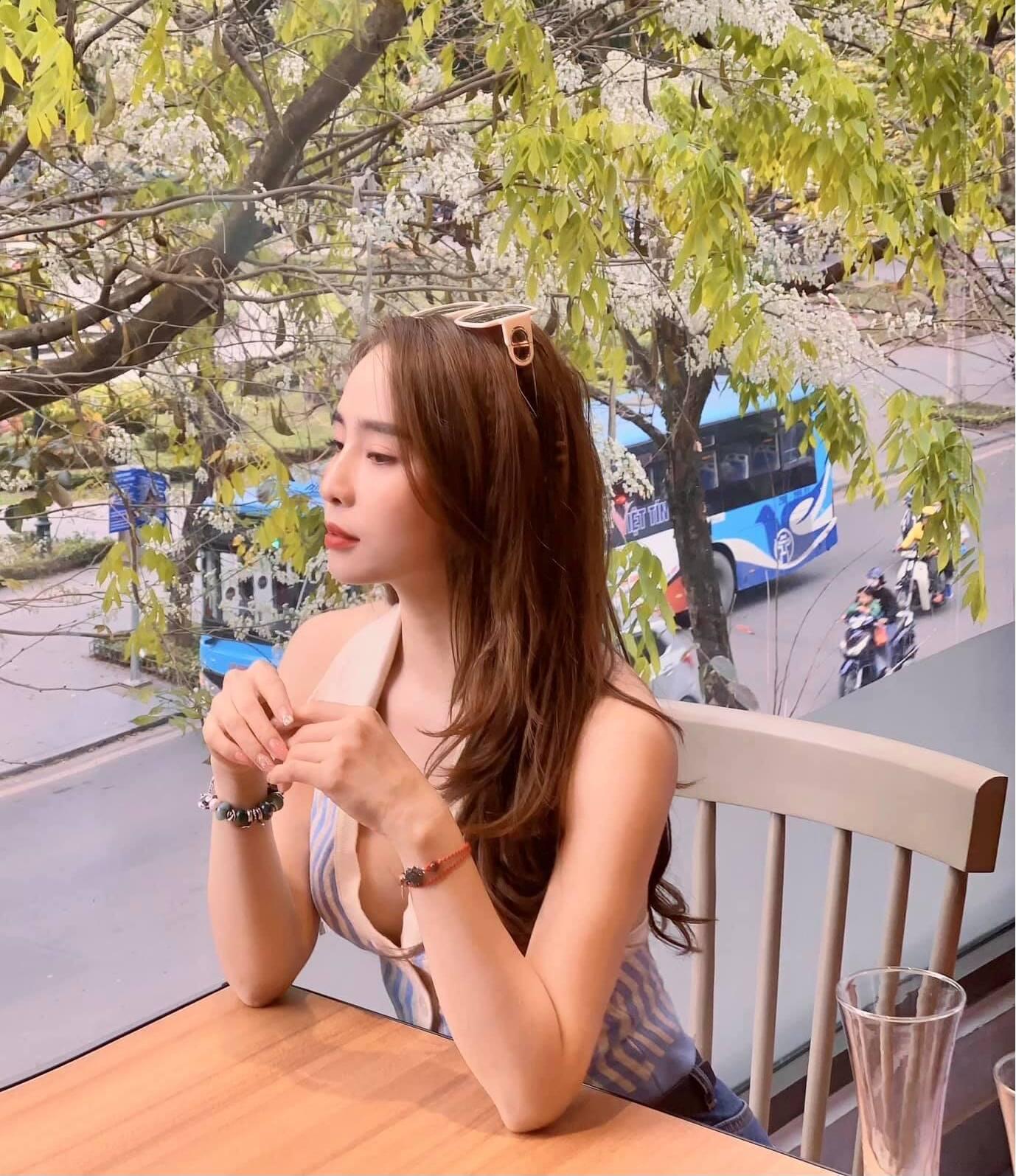 """""""Cá sấu chúa"""" Quỳnh Nga khoe vòng 1 """"bỏng mắt"""", Việt Anh liền nói 1 câu duy nhất - 1"""
