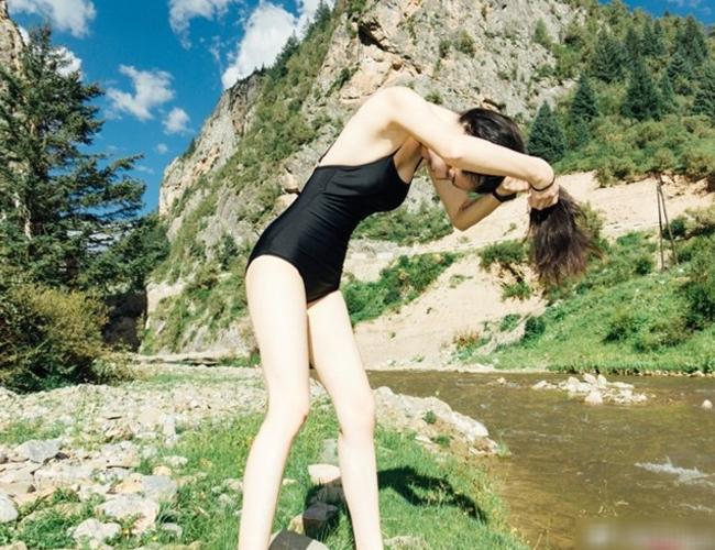 Người đẹp đất nước tỷ dân từng gây mê khidiện bikini, thả rông vòng 1 tự nhiên trong bộ ảnh tắm suối,gây chao đảo cộng đồng mạng.