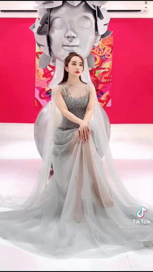 Khi đi dự đám cưới, Quỳnh Nga đưa ra gợi ý cho fan với bộ trang phục sang chảnh hết nấc để đi ăn cưới... người yêu cũ.