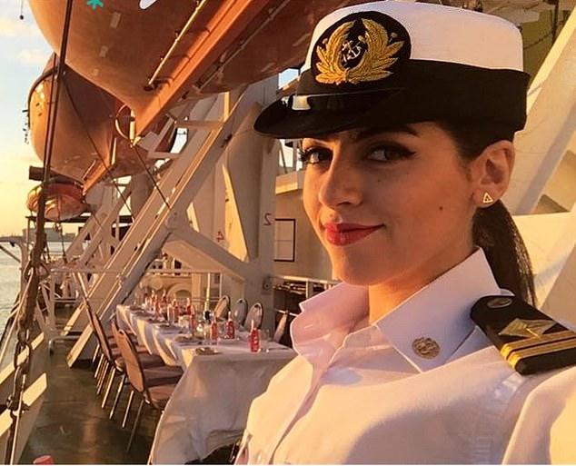 Nữ thuyền trưởng Ai Cập xinh đẹp bị đồn ác ý liên quan đến tàu hàng mắc cạn ở Suez - 1