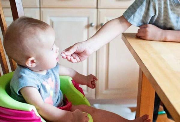 Trong 4 tình huống này cha mẹ cần dứt khoát từ chối nếu không muốn gây hại cho trẻ - 1