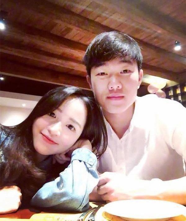 Cầu thủ Lương Xuân Trường sẽ tổ chức ăn hỏi với bạn gái hơn tuổi vào ngày 9/4 tới - 1