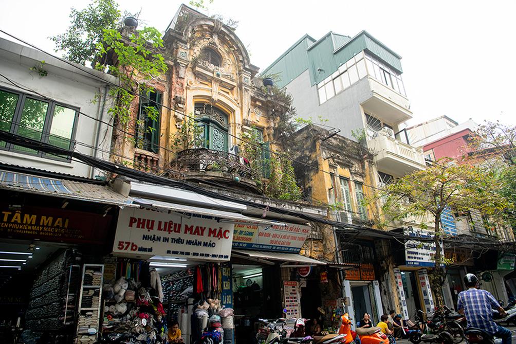 """Biệt thự cũ nát, nhà cổ chờ sập đếm không xuể ở """"Hà Nội 36 phố phường"""" - 1"""
