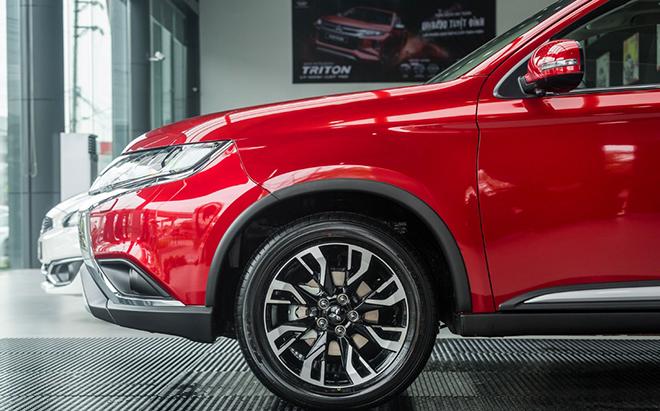 So sánh Mazda CX5 2.5AT AWD và Outlander AWD, tầm giá 1 tỷ đồng chọn xe nào? - 5