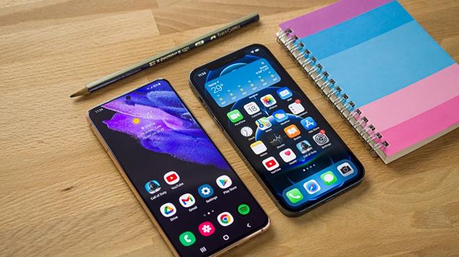 Top 4 smartphone nhỏ nhưng có võ, đáng rút ví - 1