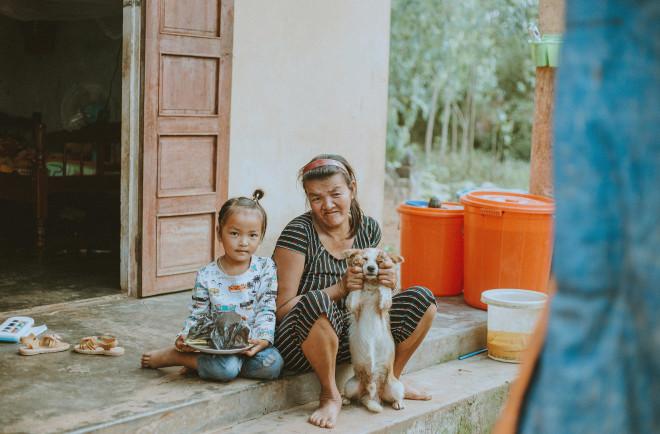 Gặp cô gái 9x chụp bộ ảnh 'người mẹ khờ' chăm con đầy xúc động - 1