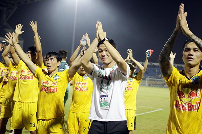HAGL phá dớp 15 năm không thắng ở Đà Nẵng, thầy trò HLV Kiatisak ăn mừng như vô địch - 9
