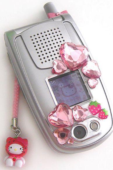 Phụ kiện điện thoại trở lại thành điểm nhấn cho thời trang Y2K - 1