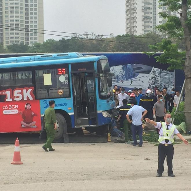 Vụ xe buýt tông chết người đi bộ trên vỉa hè: Phụ xe khai nguyên nhân tai nạn - 1