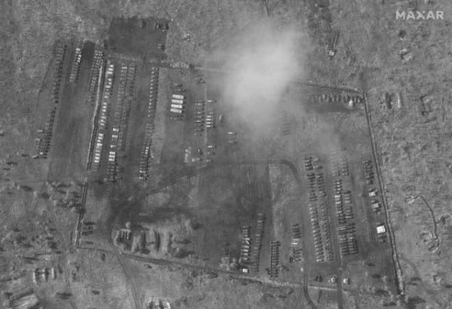 Lộ quy mô trại dã chiến của Nga gần Ukraine qua bức ảnh chụp từ không gian - 1