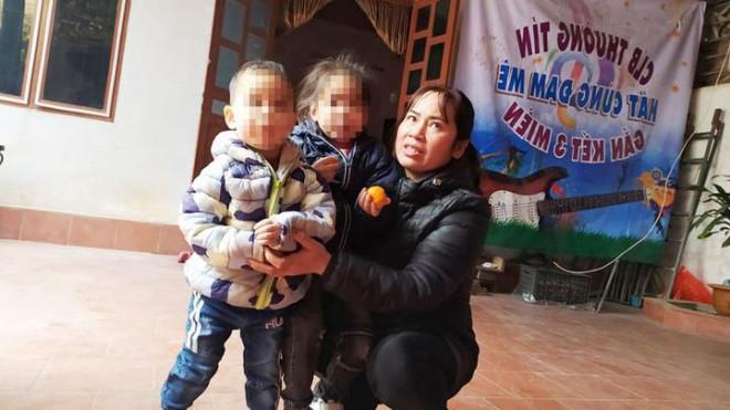 Mọi nỗ lực giúp 2 cháu bé bị bỏ rơi trên đê sông Hồng được nhập khẩu… chưa thành - 1