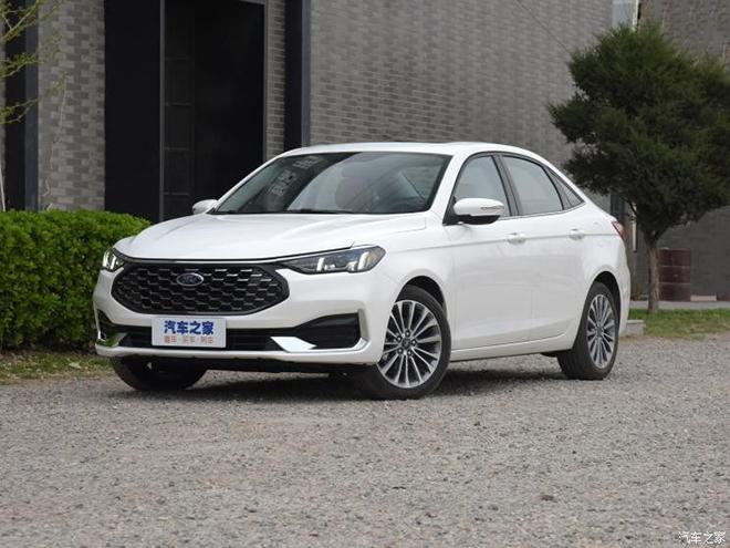 Ford Escort 2021 trình làng, mẫu sedan hạng C mới cạnh tranh Honda Civic - 1