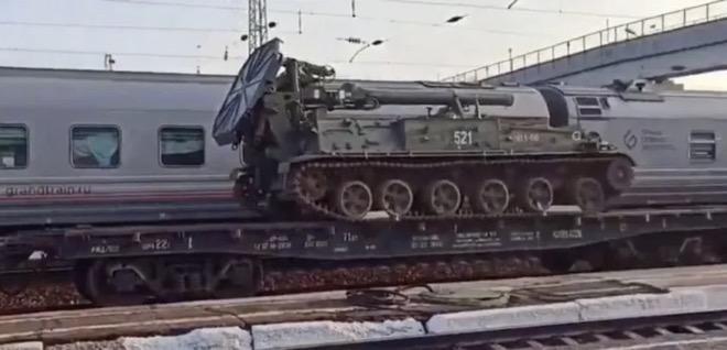 Video: Nga đưa siêu súng cối tự hành có thể bắn đạn hạt nhân đến biên giới Ukraine? - 1