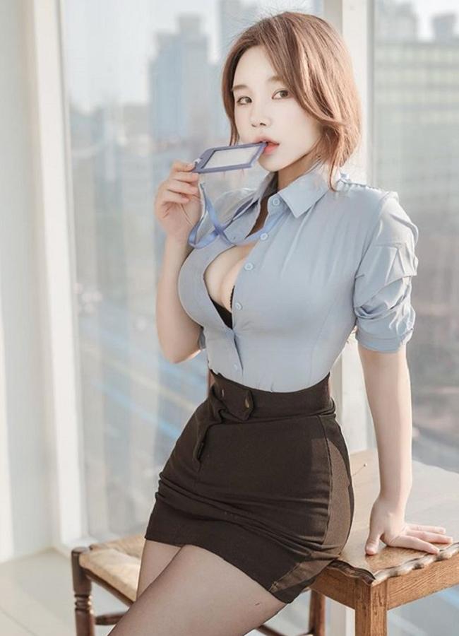 Nhiều người đẹp công sở gây hoang mang vì gu thời trang sexy chốn văn phòng.