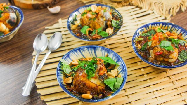 Độc đáo món trứng vịt lộn nướng muối ớt ngon thơm cuối tuần - 1