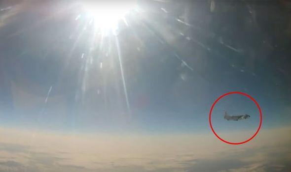 Căng thẳng leo thang, Nga chặn máy bay Mỹ - 1