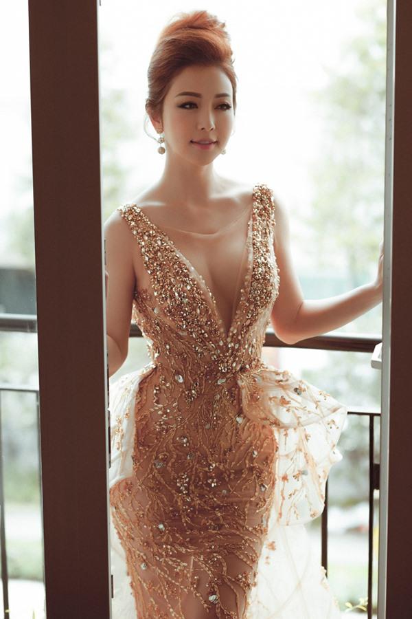 Hoa hậu Jennifer Phạm bất ngờ tái xuất vì sao nam này - 1