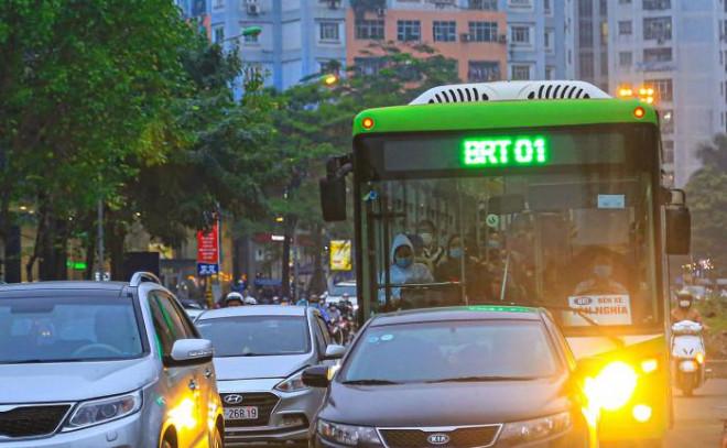 5 năm, buýt nhanh BRT vẫn chạy... rùa bò - 1