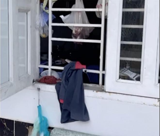 Trộm cắt cửa nhà dân ở Thủ Đức lấy tài sản hàng trăm triệu - 1