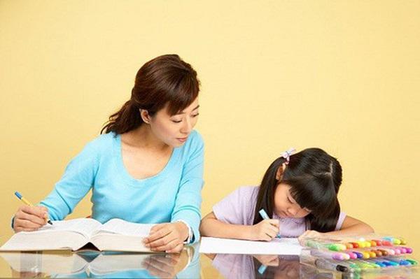 Dạy con làm bài đặt câu, mẹ ôm đầu bất lực trước thành quả có 1-0-2 - 1