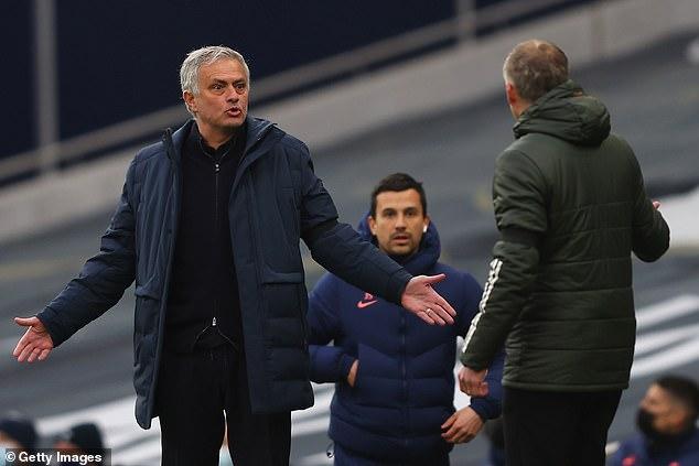 """Mourinho bị MU đẩy vào """"hố vôi"""" khủng hoảng, hứng nhiều """"kỷ lục"""" tệ hại - 1"""