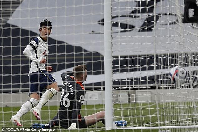 """Son Heung Min suýt khóc vì thua MU, bị Roy Keane mắng như """"hắt nước vào mặt"""" - 1"""