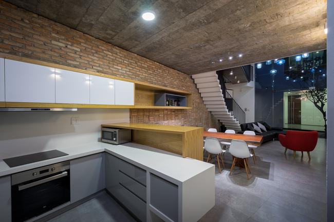 Không gian bếp vừa cổ kính truyền thống, vừa trang nhã hiện đại.