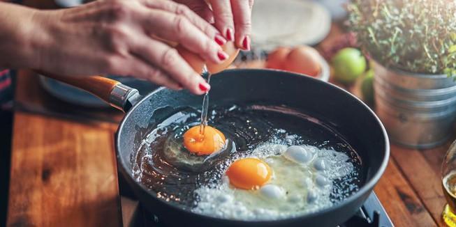 Ăn trứng gần chín và thật chín, cái nào nhiều dinh dưỡng hơn? - 1