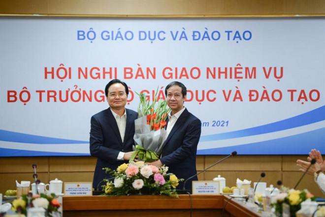 Ông Phùng Xuân Nhạ bàn giao nhiệm vụ cho tân Bộ trưởng Nguyễn Kim Sơn - 1