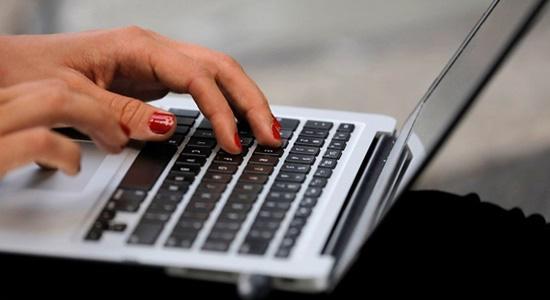 Tin buồn với học sinh, sinh viên, dân công sở: Laptop ồ ạt tăng giá - 1
