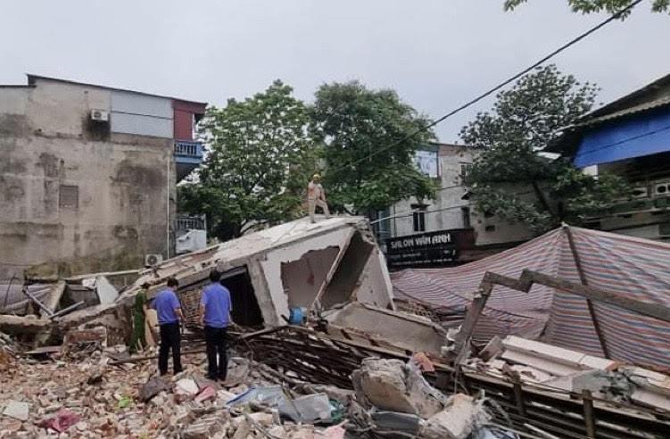 Nhà 3 tầng bất ngờ đổ sập: Chủ nhà tiết lộ số tài sản bị vùi lấp - 1