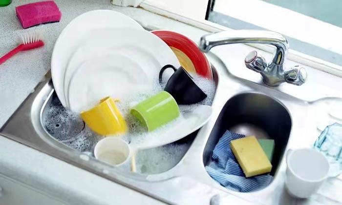 Hành động này khi rửa bát chẳng khác nào nuôi vi khuẩn, nhiều gia đình vô tư làm mỗi ngày - 1