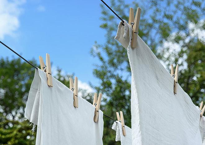 Môi trường bụi bẩn chỉ là chuyện nhỏ với những mẹo vặt giặt giũ sau - 1