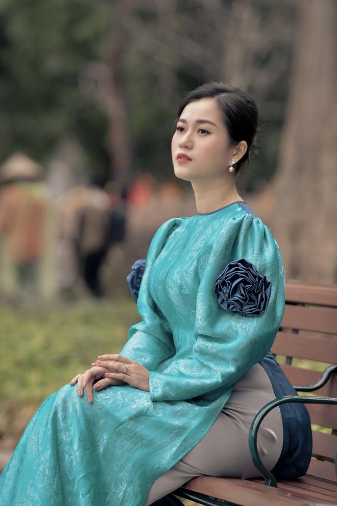 Lâm Vỹ Dạ nền nã với áo dài, khác biệt trên màn ảnh - 1