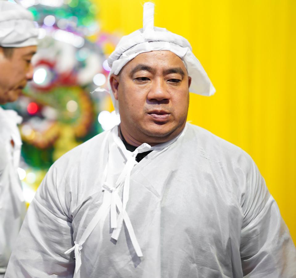 Hồ Quang Hiếu tươi cười trong đám tang bố Hiếu Hiền bị chỉ trích dữ dội - 1