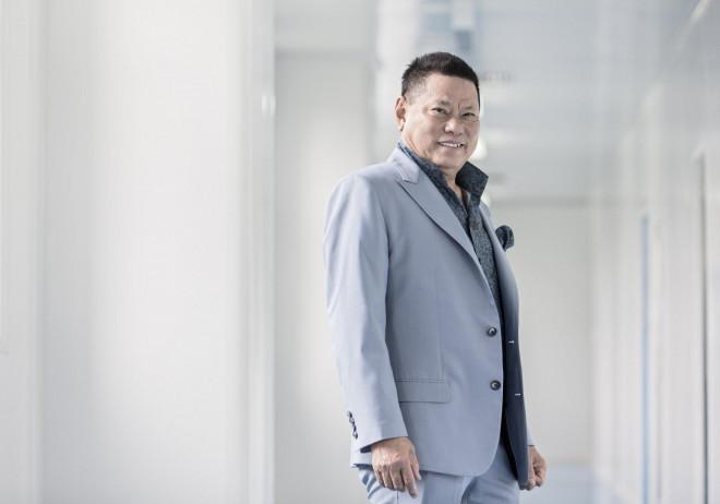 Chân dung 2 tỷ phú Việt kiều trên Forbes - 1