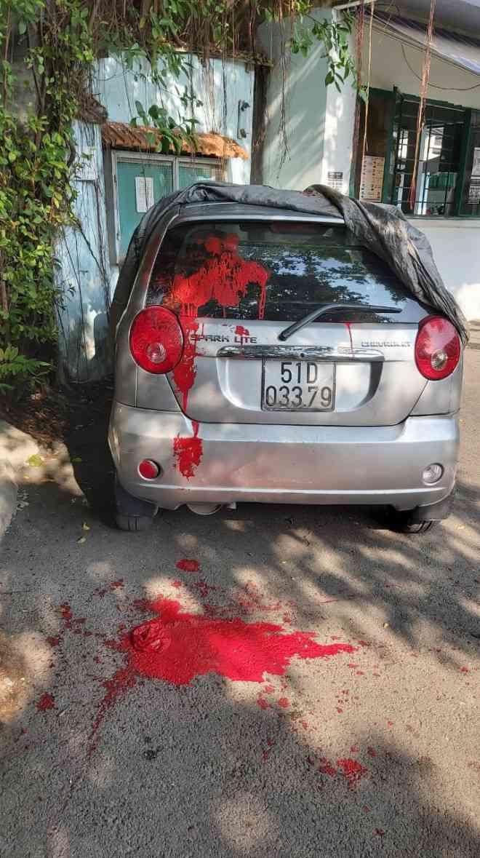 Ô tô cán bộ cơ sở cai nghiện Bình Triệu bị tạt sơn - 1