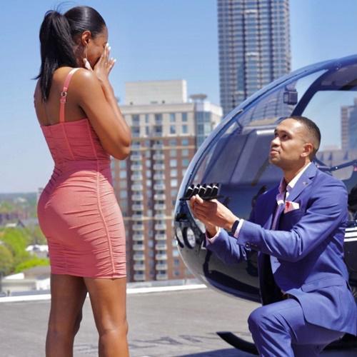 Chàng trai cầu hôn bằng 5 chiếc nhẫn kim cương sang chảnh, bất ngờ lựa chọn của cô gái - 1