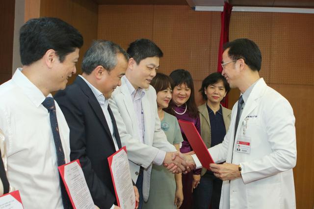 """Giám đốc Bệnh viện Bạch Mai: """"Việc nhiều bác sĩ chuyển công tác là hết sức tự nhiên"""""""