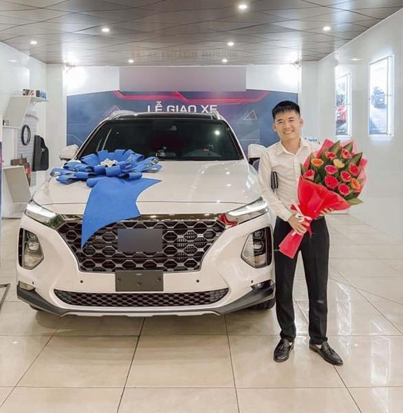 Bị YouTube tắt chức năng kiếm tiền, con trai Bà Tân Vlog vẫn có thu nhập khủng tậu xe hơi - 1