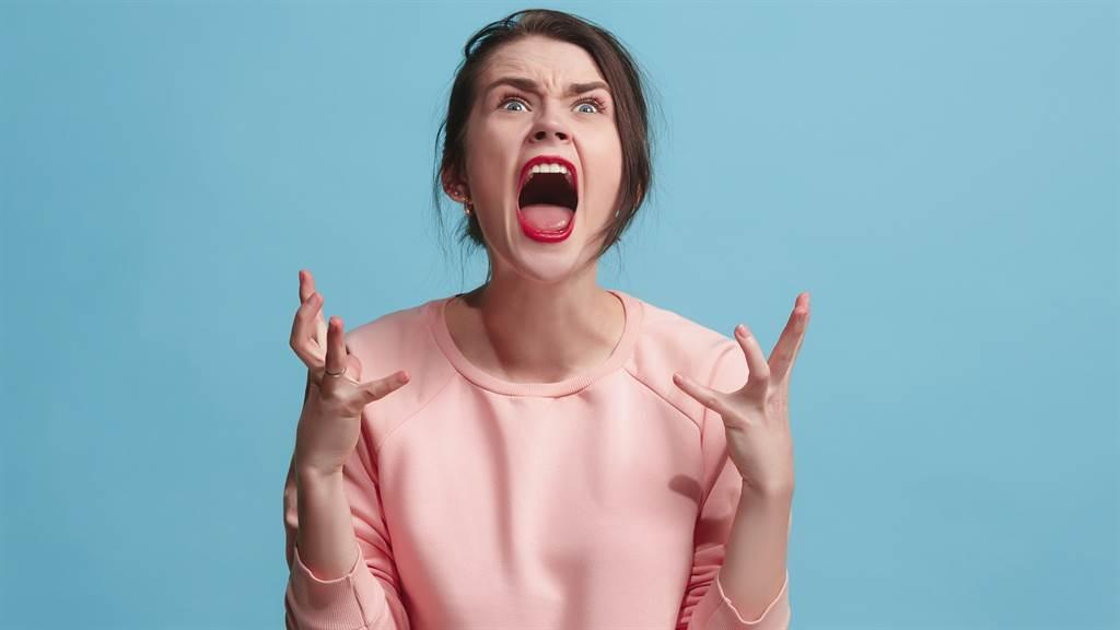 Chuyển nhà 18 lần trong 3 năm vì vợ sợ gián, người đàn ông muốn ly hôn - 1