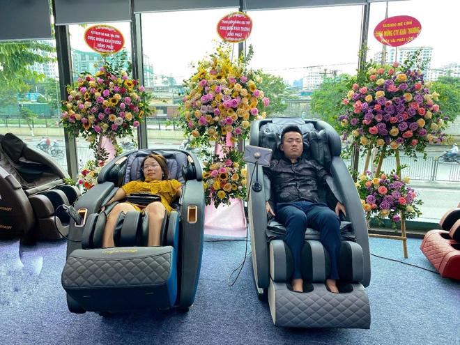Người tiêu dùng tâm đắc trải nghiệm ghế massage công nghệ 5D tại Hà Nội - 1