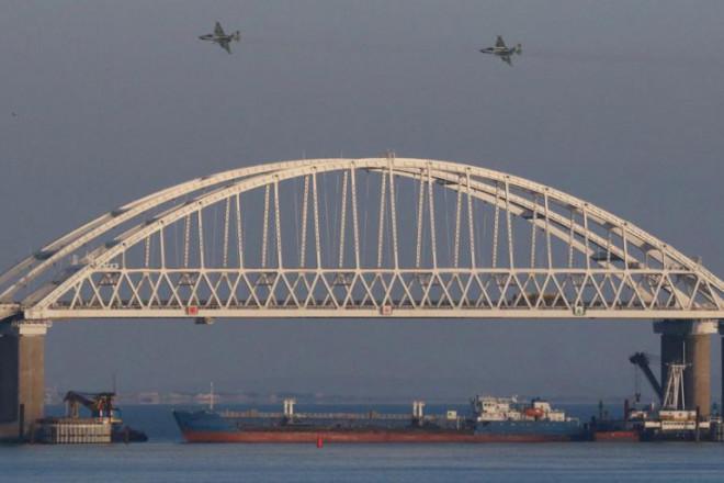 """Nga """"châm lửa"""" trên biển Đen, đáp trả trừng phạt Mỹ - 1"""