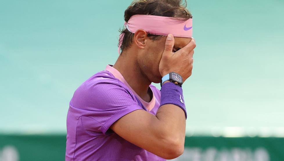 Nadal mắc 7 lỗi kép gây sốc, chán nản vì giao bóng ở trận thua Rublev - 1