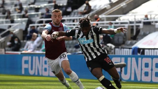 Video Newcastle - West Ham: Lingard lập công, rượt đuổi 5 bàn kịch tính - 1